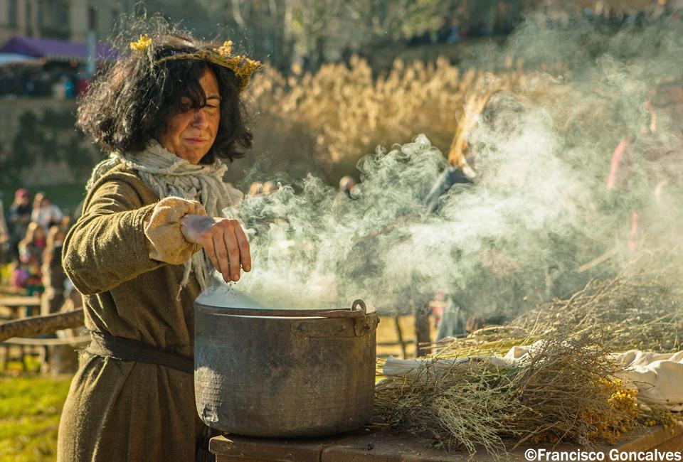 Haciendo una poción? / Making a potion?