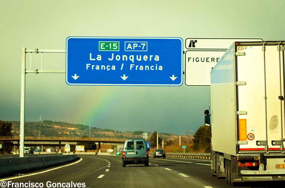 Camino a La Jonquera, cerca de la frontera con Francia / On our way to La Jonquera, near to the French border