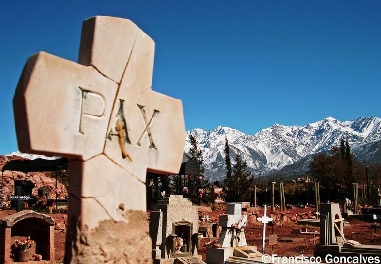Cementerio de Potrerillos - Mendoza, Argentina / Potrerillos Cemetery - Mendoza, Argentina