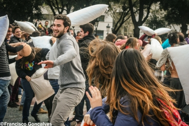 PillowFight10