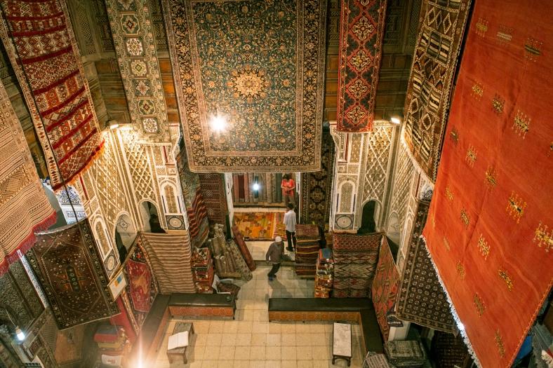Tienda de alfombras en plena medina