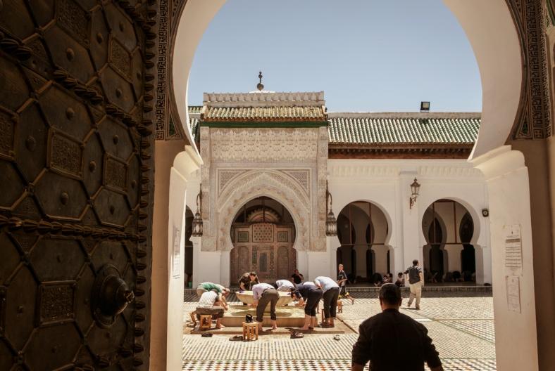 Vistazo al interior de la Mezquita Al Karaouine