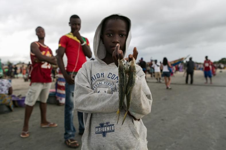 El niño de los pescados