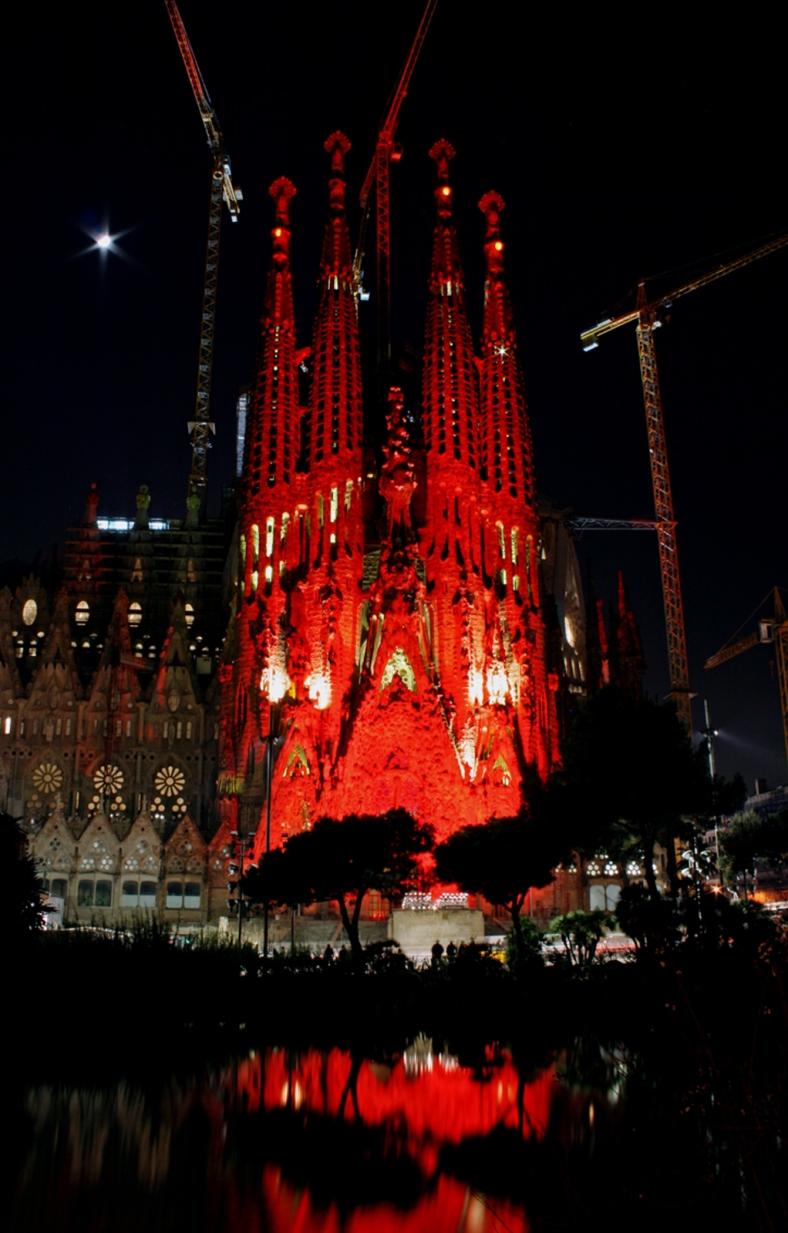 Sagrada Familia de rojo