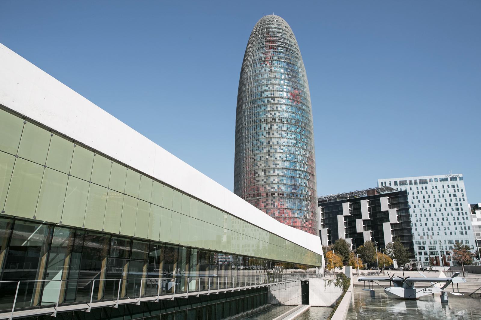 El Museu del Disseny y la torre Agbar