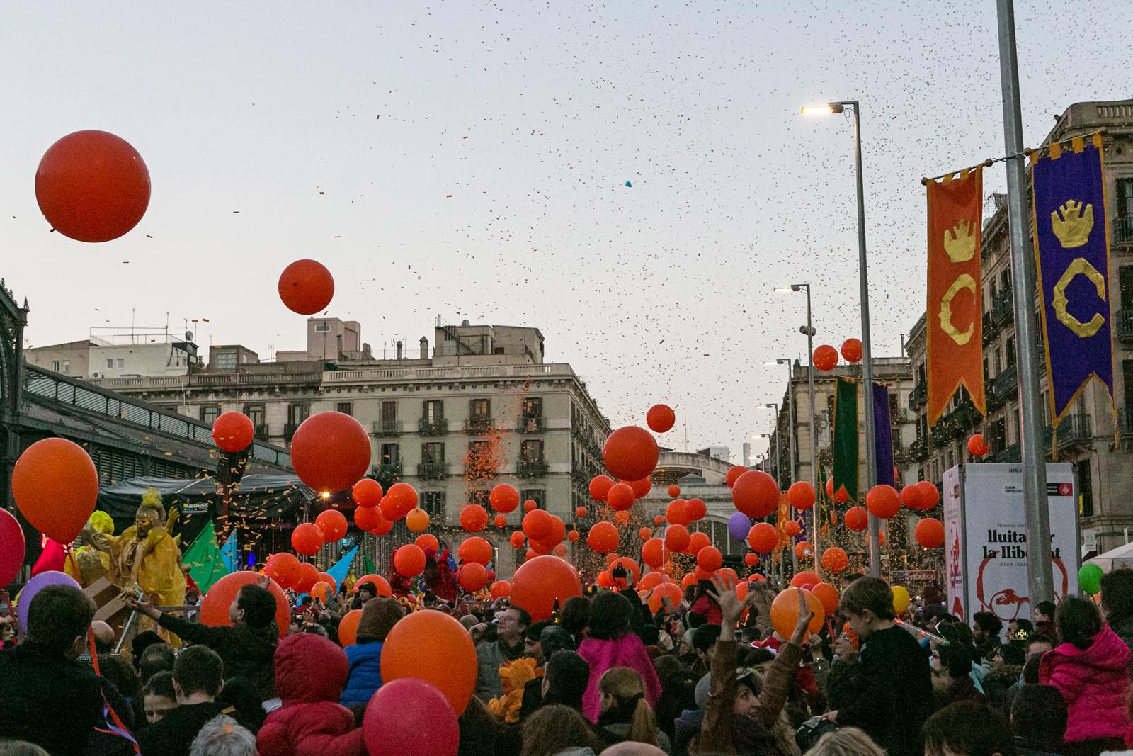 Mucha gente se llevó los globos de recuerdo