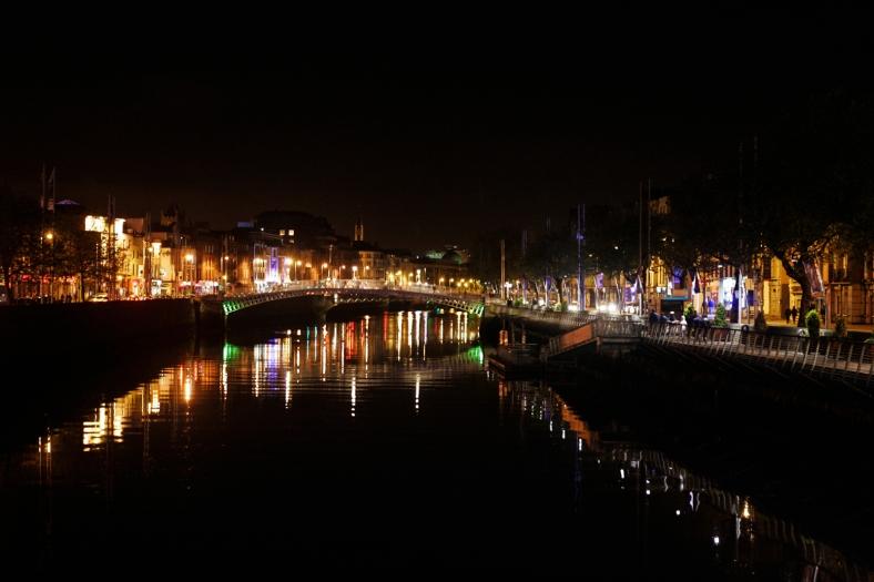 El río Liffey de noche