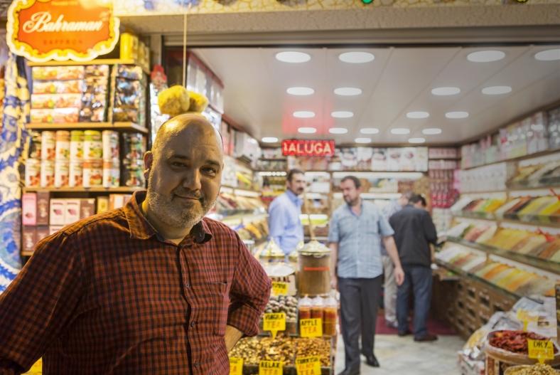 Un vendedor de especias en el Gran Bazar