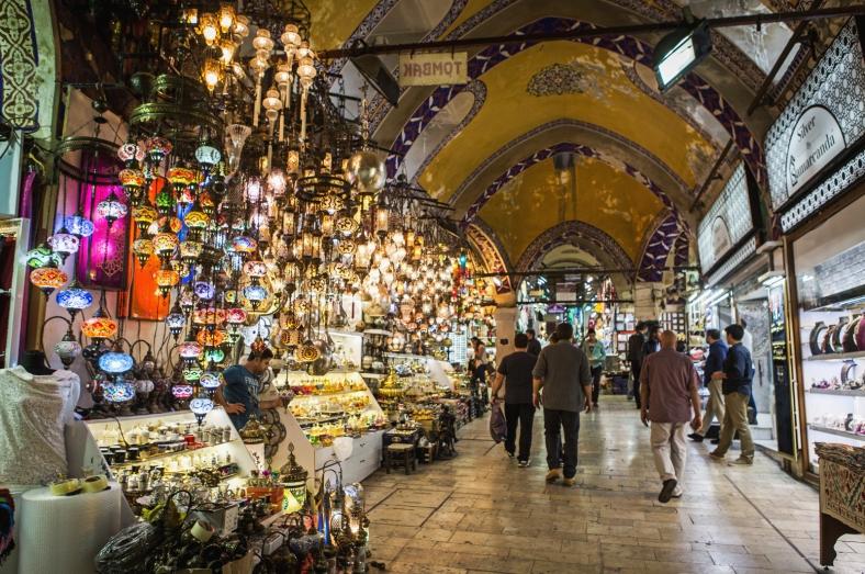 Puesto de lámparas en una de las muchas calles del bazar