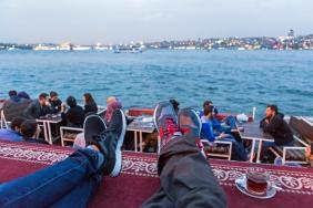 Un té en el lado asiático de Estambul con vistas al lado europeo