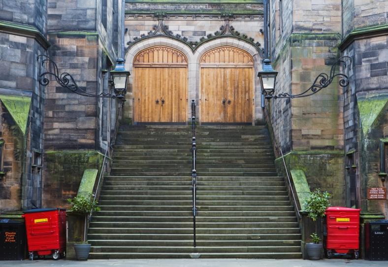 El edificio de la Facultad de Teología de la Universidad de Edimburgo es impresionante.